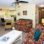 tropical Daydream 2br/2ba Upscale, Fresh, And Quiet! Ocean Views!!